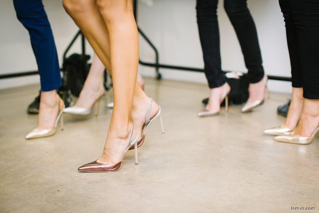 Achillova šlacha - problém může být způsoben nošením vysokých podpatků