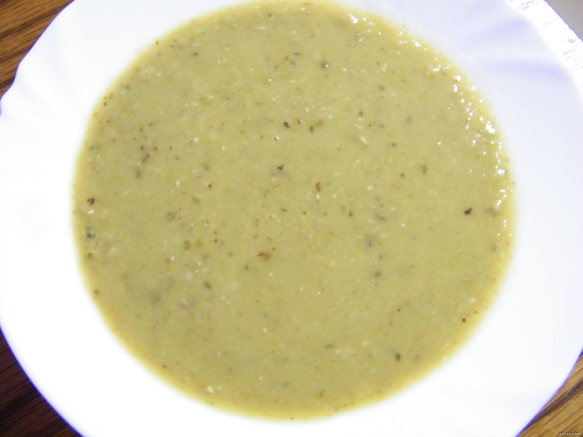 Hrachová polévka s čerstvým tymiánem